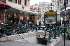 Métropolitain, station Gare du Nord - Deutsch: Paris; Metroeingang 9, Boulevard de Denain/Place Napoléon III der Linie 4 und 5, gestaltet von Hector Guimard