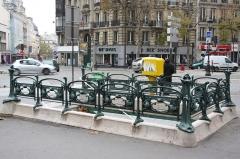 Métropolitain, station Gare du Nord - Deutsch: Paris; Metroeingang 2 boulevard de Denain et 129 rue La Fayette (heute geschlossen und als Centre de formation genutzt), gestaltet von Hector Guimard