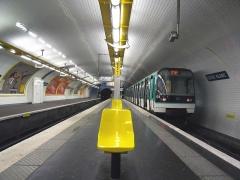 Métropolitain, station Louis-Blanc -  Description: Rame MF88 à la Station Louis Blanc  Place: Paris, France Date: Juillet 2006 Auteur: Pline photo personnelle