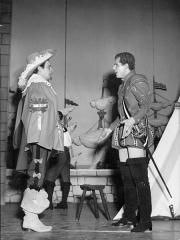 Théâtre de la Porte-Saint-Martin - Les trois mousquetaires au théâtre de la Porte-Saint-Martin - Serge Reggiani et René Arrieu