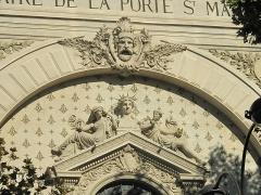 Théâtre de la Porte-Saint-Martin - English:   Pediment of the theater of the porte Saint-Martin, 10th arr. Paris.