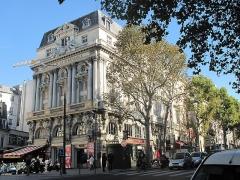 Théâtre de la Porte-Saint-Martin - English:   Théâtre de la Renaissance with on the right the théâtre de la porte Saint-Martin, 10th arr. Paris.