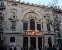 Théâtre de la Porte-Saint-Martin - Français:   Le Théâtre de la Porte-Saint-Martin en 2009: «Michel Bouquet dans Le Malade imaginaire»
