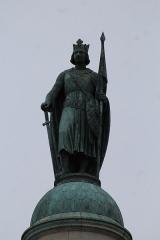 Barrière du Trône - Français:   Statue Saint-Louis sur la colonne nord de la barrière du Trône à Paris.