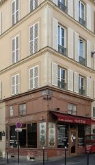 Charcuterie - Français:   Charcuterie, à l\'angle de la rue Saint-Sabin et la rue Amelot, Paris.