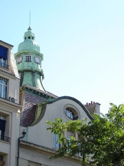 Immeuble - English: Art nouveau building, 7 avenue de la République, Paris 11, France. The lantern