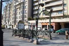 Métropolitain, station Bréguet-Sabin - English: Édicule Guimard entrance of the subway station Bréguet - Sabin located boulevard Richard-Lenoir in Paris, France.