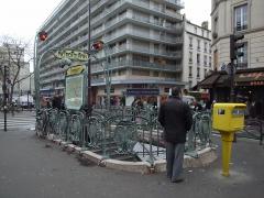 Métropolitain, station Couronnes -  Couronnes (Paris Metro)