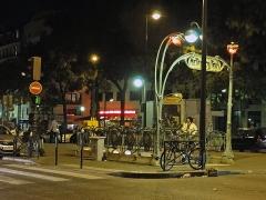 Métropolitain, station Couronnes - Français:   Entrée de la station Couronnes de la ligne 2 du métro de Paris, France.