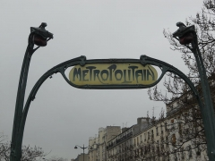 Métropolitain, station Ménilmontant - Italiano: Insegna Metrò sul Bouvelard Belleville