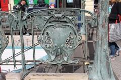Métropolitain, station Parmentier - Français:   Entrée de la station de métro Parmentier à Paris.