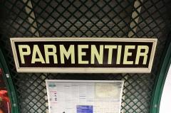 Métropolitain, station Parmentier - Deutsch: Paris Metro 3 Parmentier Stationsschild