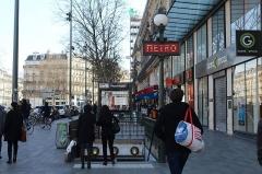 Métropolitain, station République - Français:   Entrée de la station de métro République à Paris.