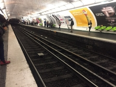 Métropolitain, station République - Français:   République