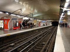 Métropolitain, station République - Français:   Station République de la ligne 3 du métro de Paris, France.
