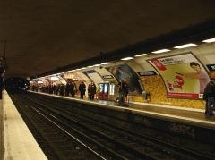 Métropolitain, station République - Français:   Métro de Paris (France) - ligne 5 - Station République -