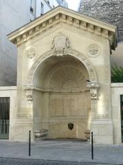 Fontaine de la Roquette - Français:   Fontaine de la Roquette, rue de la Roquette (Paris 11e arrond.) - Construite en 1846, restaurée en 2010.