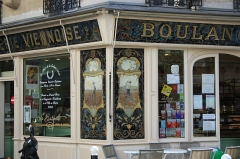 Boulangerie - English: Building with old bakery at Émilio-Castelar street and Charenton street in Paris.