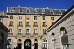 Hôpital Saint-Antoine - English: Building inside the Saint-Antoine hospital in Paris, France