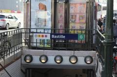 Métropolitain, station Bastille - Français:   Entrée de la station de métro Bastille à Paris.