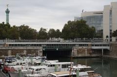 Métropolitain, station Bastille - Deutsch:   Canal Saint-Martin und Metrostation Bastille Linie 1