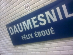 Métropolitain, station Daumesnil - English: Sign for Daumesnil metro station as seen from line 8 platform