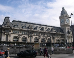 Métropolitain, station Gare de Lyon - English: Gare de Lyon, Paris, main building, metro entrance and clock tower.