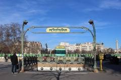 Métropolitain, station Nation - Français:   Entrée de la station de métro Nation sur la place de la Nation près de la rue Fabre d\'Églantine, Paris.