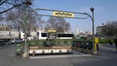 Métropolitain, station Nation - Français:   Édicule Guimard de la station de métro Nation: Place de la Nation, côté avenue Dorian