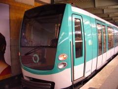 Métropolitain, station Nation - Français:   Un MF 2000 sur la ligne 2 du métro de Paris.