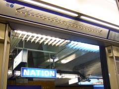 Métropolitain, station Nation - Français:   Station Nation sur la ligne 2 du métro de Paris vue depuis l\'intérieur d\'une rame MF 2000.