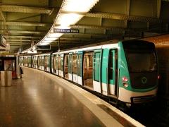 Métropolitain, station Nation - Français:   Une Rame MF01 à Nation