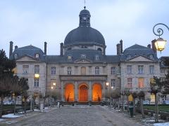 Hôpital de la Salpêtrière - English: The Chapelle Saint-Louis de la Salpêtrière, Paris 13th arrond. at dawn.