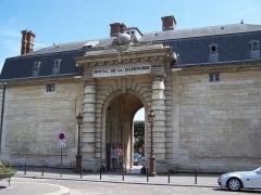 Hôpital de la Salpêtrière - English: Entrance of the Hôpital de la Salpêtrière in Paris