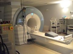 Hôpital de la Salpêtrière -  IRM Siemens à l'unité de recherche sur le cerveau et la moelle épinière, hôpital de la Pitié-Salpétrière, Paris (13e arrond.).