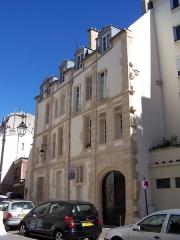 Ilôt de la Reine Blanche - English: Vue de l'immeuble du 19 rue des Gobelins, faisant partie de l'ensemble de l'îlot de la Reine-Blanche
