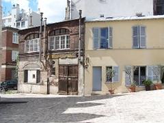 Ilôt de la Reine Blanche - English: Vue de l'entrée du château de la Reine Blanche, rue Gustave Geoffroy