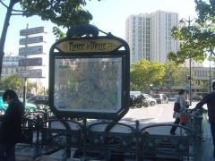 Métropolitain, station Place d'Italie - Français:   Paris 13e arrondissement, place Henri-Langlois (place d\'Italie), vue des tours de l\'arrondissement