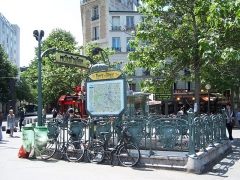 Métropolitain, station Place d'Italie - Français:   Édicule de la station de métro Place d\'Italie, classé aux monuments historiques