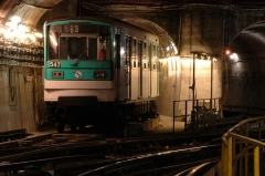 Métropolitain, station Place d'Italie - English: A MF 67 train of the Paris Métro near the Place d'Italie station.