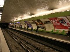 Métropolitain, station Place d'Italie -  Quais de la station de métro Place d'Italie ligne 7, Paris