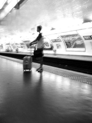 Métropolitain, station Place d'Italie - English: Waiting for the metro at the Porte d'Italie station - Paris (digitally altered photograph).