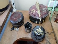 Mobilier National - Français:   Boulets de ciseleur, utilisés pour fixer les objets en bronze à ciseler