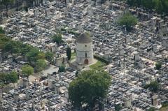 Cimetière Montparnasse - English: Zoom on Montparnasse cemetery as seen from top of Montparnasse tower, Paris, France.