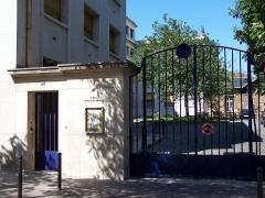 Observatoire de Paris - Entrée de l'Institut d'astrophysique de Paris, CNRS, 98 boulevard Arago, Paris