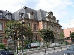 Institut Pasteur - Français:   Institut Pasteur, Paris, XVe arrondissement, 25 rue du Docteur Roux, France.