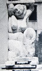 Ateliers d'artistes La Ruche - English: Cariatide by Amedeo Modigliani at original setting in La Ruche studio in paris, circa 1914.