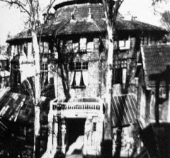 Ateliers d'artistes La Ruche - English: Studio la Ruche in Montparnasse where Modigliani had his sculpture studio , image circa 1918