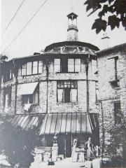 Ateliers d'artistes La Ruche - English: Image of the exterior of La ruche studios in 1918