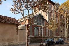 Ecole Jean-Baptiste Say - Français:   Façade sud du lycée Jean-Baptiste-Say, rue Molitor (Paris, 16e).